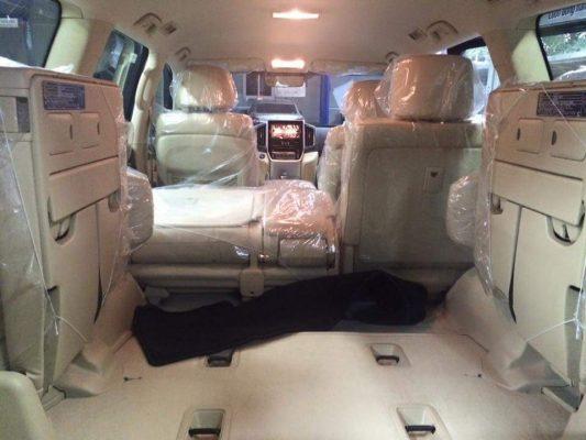Tổng quan nội thất trên Land Cruiser VX V8