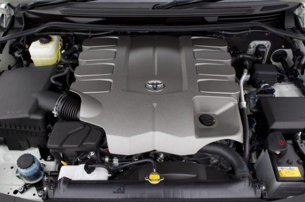 Động cơ V8 mạnh mẽ; vận hành mọi nơi; nhiều thiết bị công nghệ cao; 8 chỗ ngồi cho hành khách