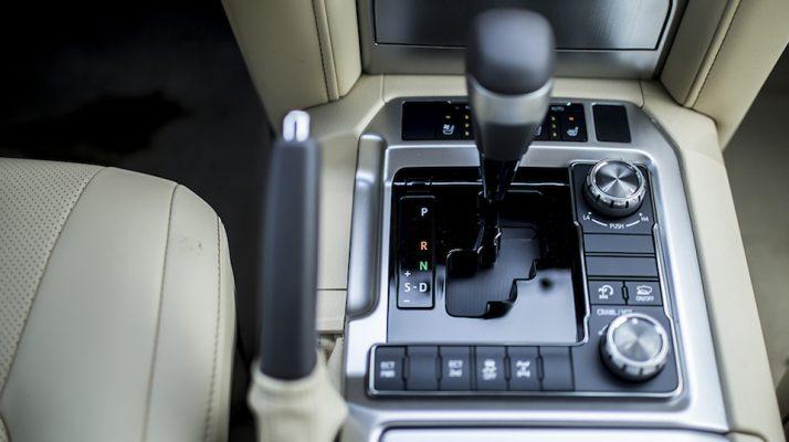 Hộp số tự động 6 cấp trên xe Land Cruiser VX V8 2019